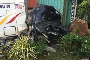 Container tông nát ô tô 4 chỗ, 5 người tử vong tại chỗ