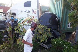 Xe container tông bẹp ô tô 4 chỗ ở Tây Ninh, 3 người chết kẹt
