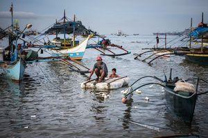 Phát ngôn 'sốc' của Ngoại trưởng Philippines sau vụ Trung Quốc đâm tàu cá ở Biển Đông