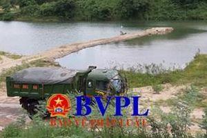 Sông Thạch Hãn lịch sử bị dựng 'đập', chặn dòng để khai thác cát