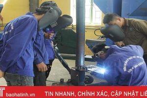 Nghề hàn thu nhập cao, nhiều xưởng cơ khí ở Hà Tĩnh vẫn thiếu thợ