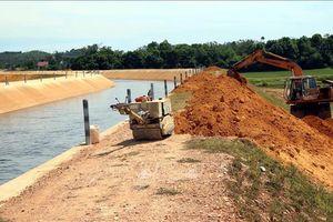 Khắc phục sự cố sạt lở kênh thủy lợi Ngàn Trươi - Cẩm Trang