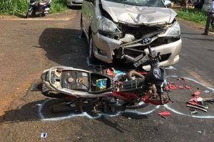 Đắk Lắk: Hai học sinh lớp 9 đi xe máy bị ô tô tông nguy kịch khi đổ dốc