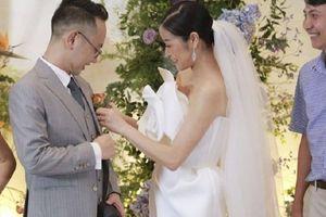 MC Phí Linh rạng rỡ hạnh phúc bên chú rể là đồng nghiệp ở VTV