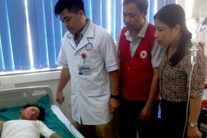 Lào Cai: Trèo cột điện bắt chim, một bé trai bị bỏng nặng