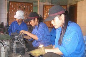 Lao động nữ Việt Nam: Làm nhiều nhưng thu nhập chưa tương xứng