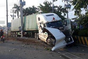 Tây Ninh: Xe container đâm ô tô 4 chỗ, 3 người tử vong