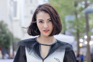 Hồng Quế diện áo dài Hà Duy, catwalk nổi bật giữa dàn mẫu Trung Quốc