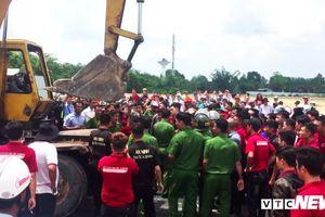 Hàng chục nhân viên địa ốc Alibaba cản trở, đập phá phương tiện của đoàn cưỡng chế