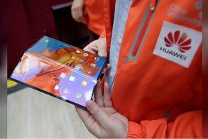 Đến khi nào smartphone màn hình gập mới chịu lên kệ?