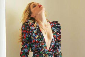 Amber Heard khoe sắc mặn mà, gợi cảm ở tuổi 33