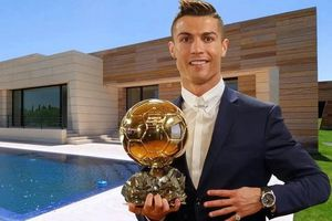 Cristiano Ronaldo chơi bóng ở biệt thự trị giá 6 triệu USD