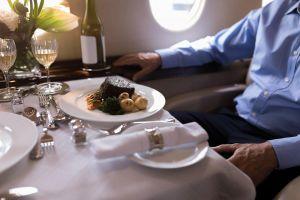 Thực đơn VIP xa xỉ trên các chuyến bay tư nhân và cái giá phải trả