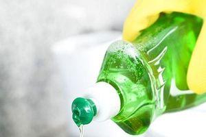 Mẹo tẩy vết dầu mỡ trên quần áo sạch tinh tươm