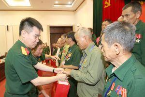 Đoàn đại biểu người có công với cách mạng tỉnh Lạng Sơn thăm Bộ Quốc phòng