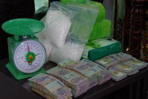 Bắt quả tang 4 nghi can vận chuyển gần 5 kg ma túy từ Campuchia