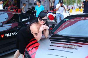 Dân Hạ Long đua nhau chụp với siêu xe triệu đô