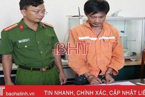 Hà Tĩnh: Bắt đối tượng vận chuyển 10.000 viên hồng phiến, 1kg ma túy đá