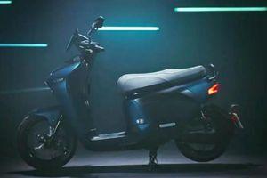 Yamaha giới thiệu xe tay ga chạy điện EC-05 với pin có thể tháo rời