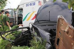Bước đầu xác định nguyên nhân xe đầu kéo tông xe con làm 5 người tử vong