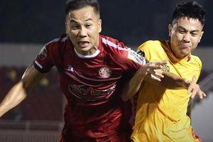 Cột dọc từ chối bàn thắng của Rimario, TPHCM 'hút chết' trước Thanh Hóa