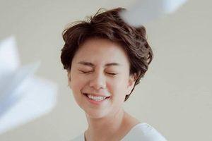 Ánh Dương ngổ ngáo trong 'Về nhà đi con' đệm đàn, khoe giọng với hit của Chi Pu