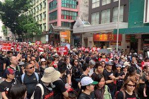 Hàng nghìn người Hong Kong tiếp tục biểu tình đòi bà Carrie Lam từ chức