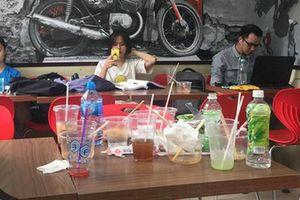 Hình ảnh 'xấu xí' của giới trẻ Việt tại các cửa hàng tiện lợi mùa nóng