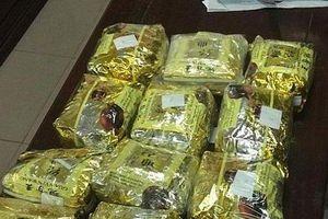 Bắt đối tượng mang 15kg ma túy từ Lào vào Việt Nam