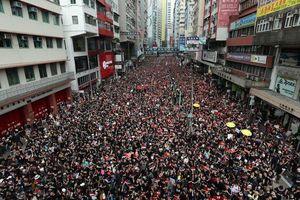 'Biển người' áo đen Hong Kong biểu tình dù dự luật dẫn độ đã bị hoãn