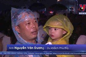 Hàng vạn khán giả đội mưa xem pháo hoa tại Đà Nẵng