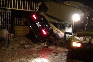 Bình Phước: Ô tô đâm vào nhà dân lúc rạng sáng khiến 1 người chết, 2 người bị thương