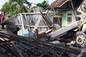 Ô tô đâm sập nhà dân, 3 người thương vong ở Bình Phước