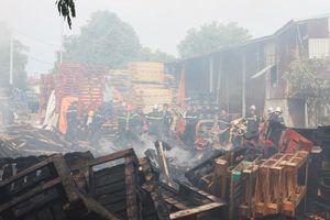 Xưởng gỗ 1.000m2 giáp ranh Quảng Nam - Đà Nẵng bốc cháy ngùn ngụt giữa trưa nắng nóng