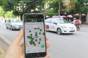 Bộ Giao thông-Vận tải báo cáo về quy định gắn hộp đèn cho taxi công nghệ