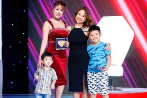 Sau đám tang bố ruột, Phi Thanh Vân cùng con trai xuất hiện trên sóng truyền hình