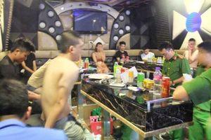 24 thanh niên quay cuồng với ma túy trong quán karaoke