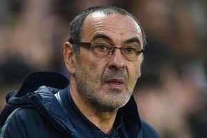 HLV Sarri bị fan Napoli coi là kẻ phản bội vì tới Juventus