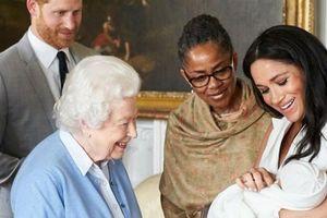 Sinh con cho gia đình Hoàng gia, Meghan nhận được món quà đặc biệt từ Nữ hoàng