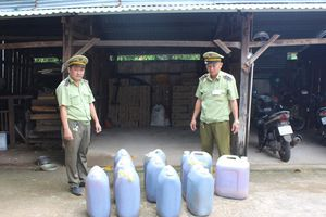 Tiêu hủy hàng trăm lít dầu ăn bẩn từ Bình Phước tuồn về Bình Dương tiêu thụ