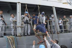 Mỹ dọa 'ra tay' sau vụ Trung Quốc đâm tàu cá Philippines ở Biển Đông
