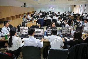 Thị trường chứng khoán ảm đạm: Kỳ vọng vào nhóm cổ phiếu ngân hàng