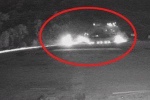 Clip: Khoảnh khắc xe tải chở sắt vụn đâm vào xe khách nổ kinh hoàng như bom ở Hòa Bình