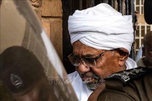 Cựu Tổng thống Sudan lần đầu xuất hiện tại tòa