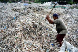 Indonesia và Malaysia trả lại hàng chục container chứa rác nhập khẩu