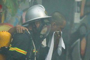 Hà Nội: Cháy Khách sạn A25, khách nước ngoài chạy toán loạn thoát thân
