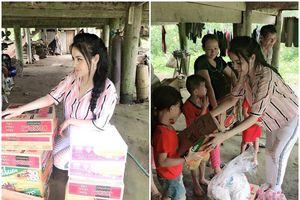 Á hậu Thư Dung lên vùng cao huyện Bắc Quang – Hà Giang trao quà cho người nghèo