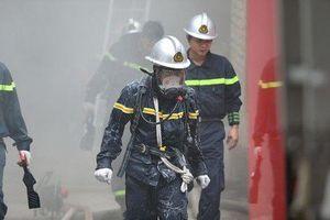 Hà Nội: Cháy Khách sạn A25, khách nước ngoài nhảy thoát thân từ tầng 2