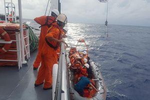 Đưa ngư dân Quảng Ngãi bị tai biến ở Hoàng Sa vào đất liền