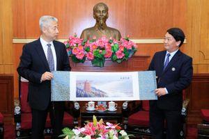 Phó Chủ tịch – Tổng Thư ký Hầu A Lềnh tiếp Phó Chính hiệp tỉnh Chiết Giang